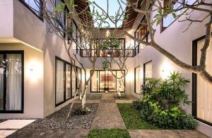 Villa Anahit - Central Courtyard