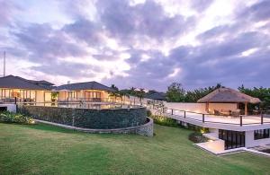 Villa Bale Agung - Garden & Infinity Pool